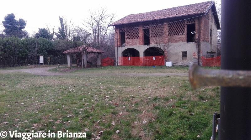 Cosa fare a Mariano Comense, Cascina Mordina: il rustico e il pozzo