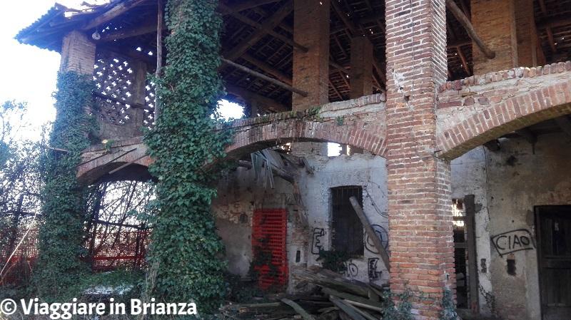 Il fienile abbandonato di Cascina Belvedere a Mariano Comense