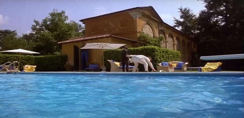 Film girati a Vimercate, Villa Gallarati Scotti in Tutti gli uomini del deficiente
