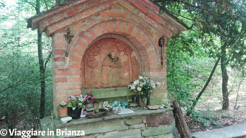 Il bassorilievo di San Francesco nel Parco della Brughiera Briantea
