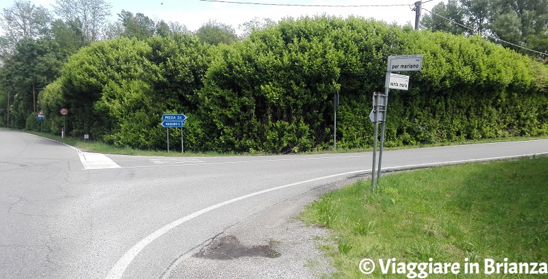 L'incrocio tra via per Mariano e via Santa Maria