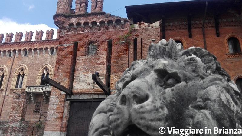 Castello di Carimate, il leone all'ingresso
