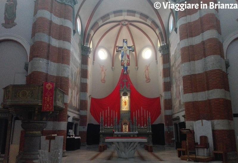 L'altare della chiesa di Muggiò