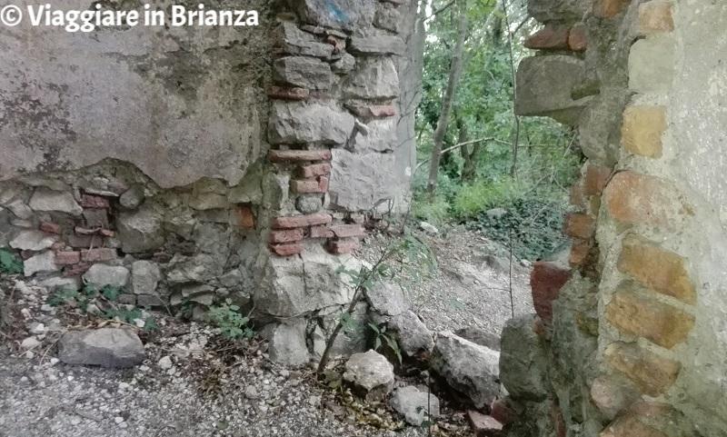 Castello di Montorfano: ruderi