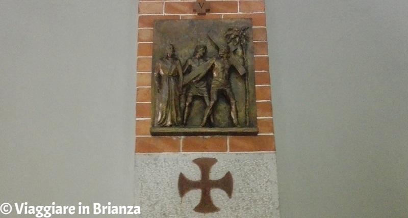 Chiesa dei Santi Pietro e Paolo a Muggiò, la formella in bronzo