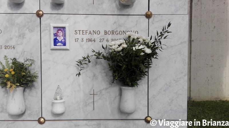 Cimiteri in Brianza, la tomba di Stefano Borgonovo a Giussano