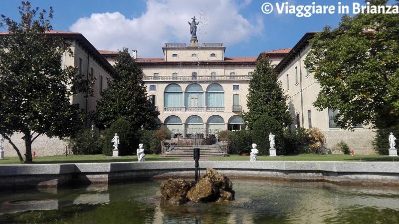 La fontana di Villa Sacro Cuore a Triuggio