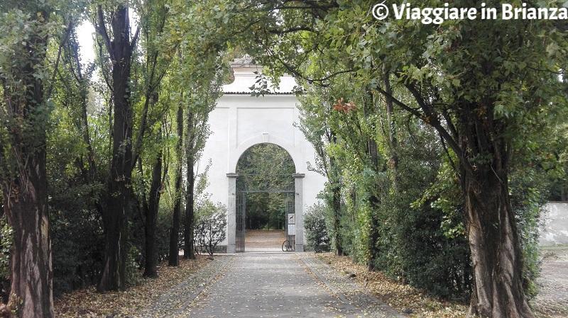 L'ingresso al Giardino Arese Borromeo da via Barbarossa