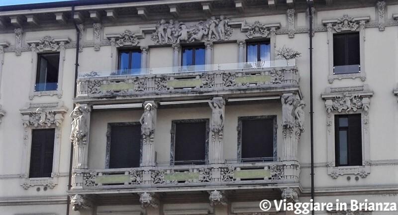 Le cariatidi del Palazzo delle Cariatidi di Monza