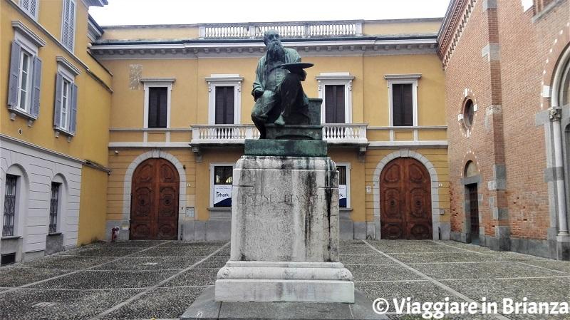 Cosa vedere a Monza, il Monumento a Mosè Bianchi