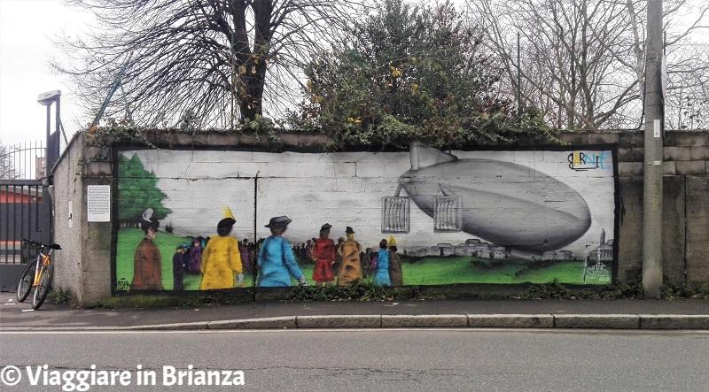 Murales a Milano e dintorni, il dirigibile Città di Milano a Cantù