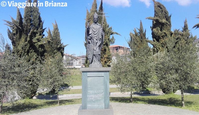 Cosa fare a Capiago Intimiano, la statua di Ariberto da Intimiano