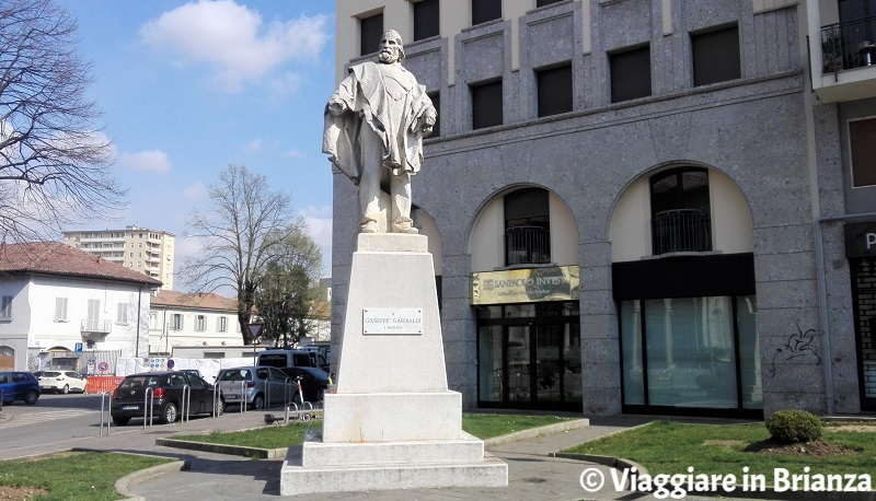 Cosa vedere a Monza, la statua di Garibaldi in tribunale
