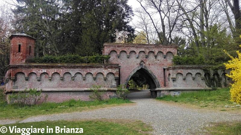 Cosa vedere nel Parco di Monza, le mura neogotiche