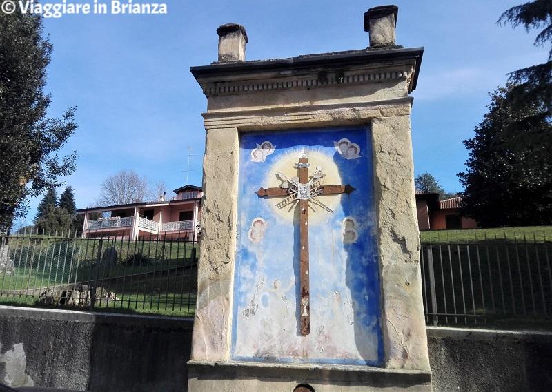 L'edicola votiva con la croce della Passione