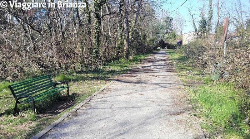 La panchina della pista ciclabile a Cesano Maderno