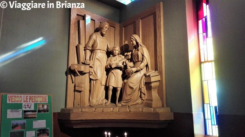 La statua di Giovanni Battista e Gesù nella Chiesa della Madonna di Lourdes a Lissone