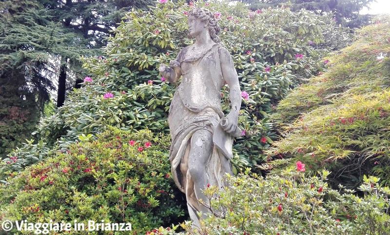 Cosa vedere a Fino Mornasco, la statua di Clio nel parco di Villa Mambretti