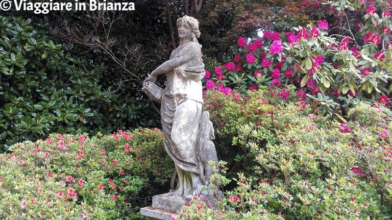 Cosa vedere a Fino Mornasco, la statua di Diana nel parco di Villa Mambretti