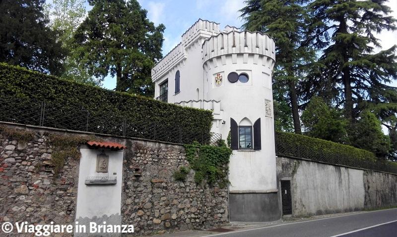 Cosa vedere a Fino Mornasco, la torre merlata di Villa Raimondi Odescalchi