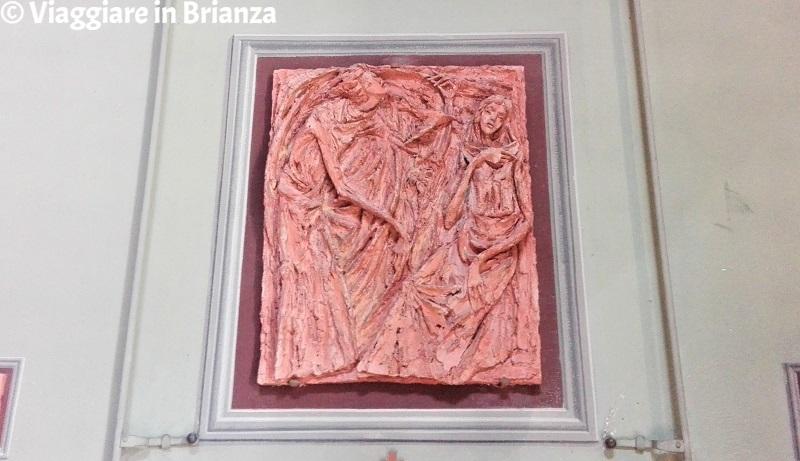 Il bassorilievo di Giancarlo Fontana nel Santuario della Madonna dei Vignoli a Seregno