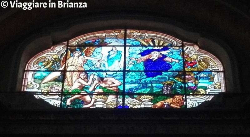 Chiesa di Carimate, la vetrata della Creazione