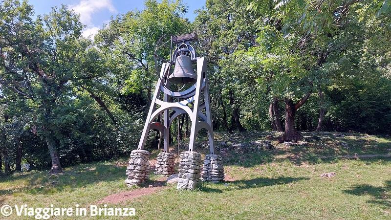 La campana della Croce Pessina a Erba sul Monte Panigas