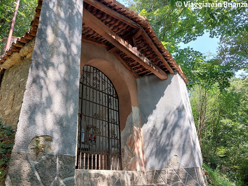 La cappella sul sentiero della Dara a Erba