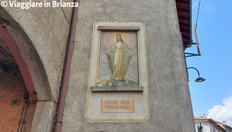 Cosa vedere a Rogeno, l'affresco della Madonna della Fiducia