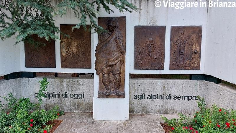 Erba, il Monumento all'Alpino