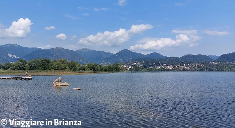 Il lago di Pusiano e il lido di Moiana