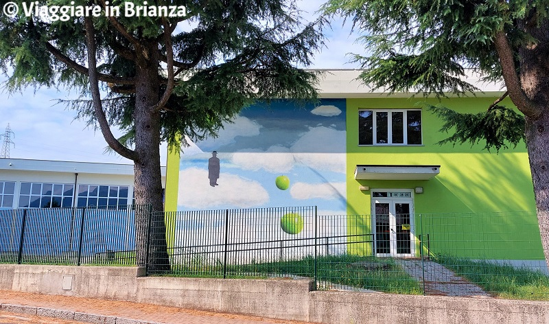 Murales a Merone, Omaggio a Magritte
