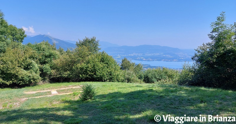 La vista sul lago di Pusiano dal Monte Panigas