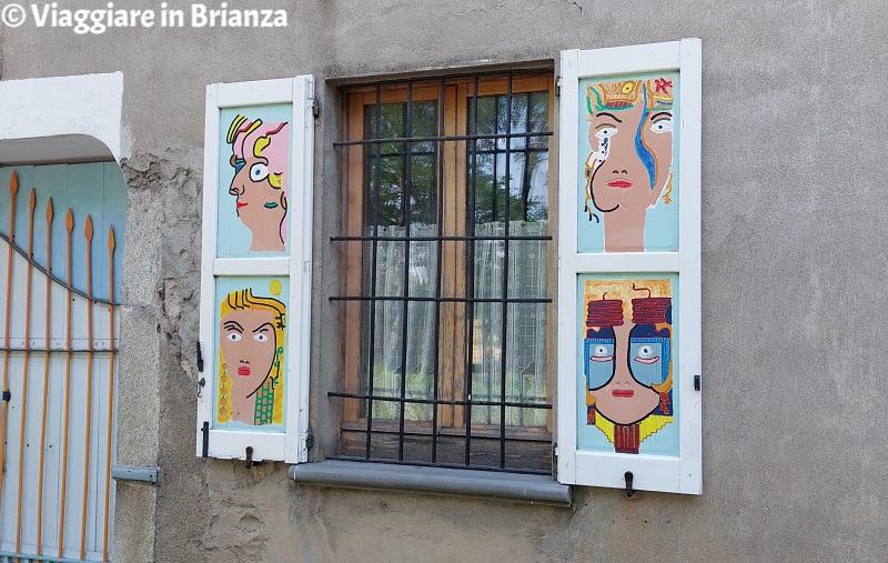 Brugora, le persiane colorate di Besana in Brianza